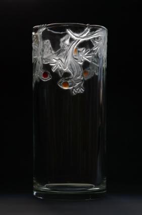 Na hraně / pozitivní rytina doplněná nalepeným barevným sklem / 25,5 × 11 cm